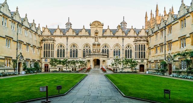 universitas di inggris yang murah
